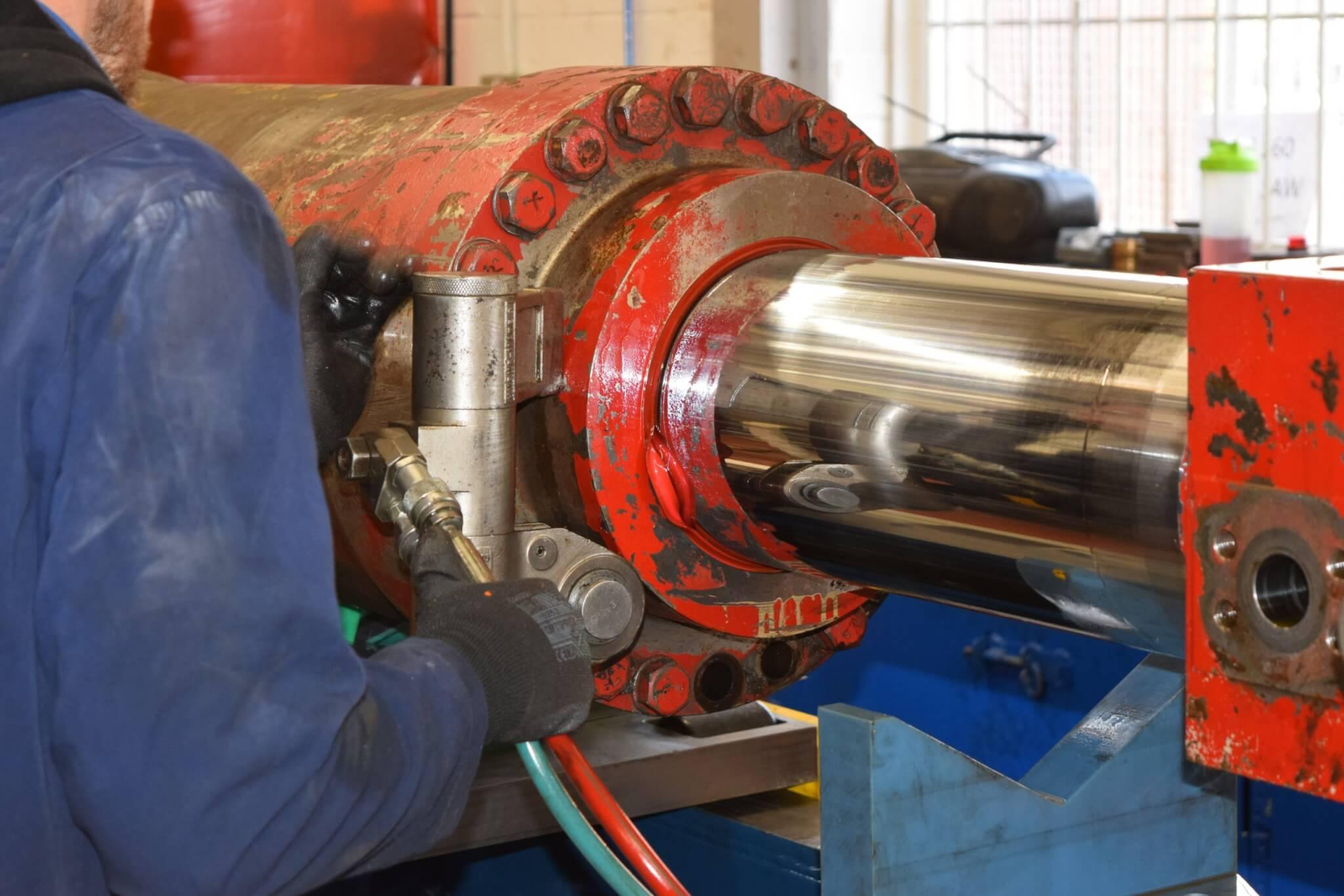 Dismantling a hydraulic shear